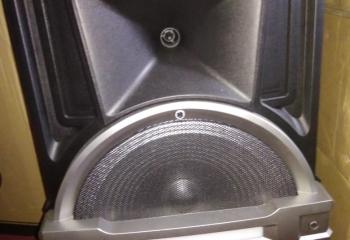 Jual speaker sama mic ,ada bluetooth masih ok semua nda rusak harga $200 whtsap 7223748
