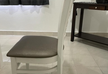 Used Dining Table for sale (good condition)