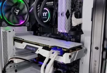 CyberPower Gaming PC Desktop i7-8700K 500GB SSD 2TB HDD 16GB RAM RTX 2080Ti 11GB