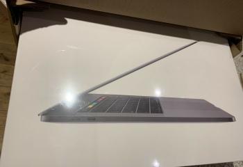 Apple MacBook Pro 15.4(256 GB, Intel Core i7 8th Gen. 2.2GHz, 16GB) Space Grey